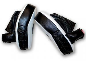 Лапы боксерские гнутые кожаные - вид сбоку