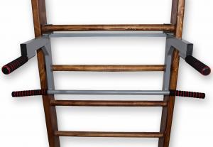 Турник-брусья на шведскую стенку с гнутым широким хватом - в положении брусьев - фронтальный вид