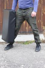 Подушка-макивара на шведскую стенку в позиции для отработки лоу-киков