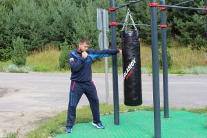 Работа на уличном боксёрском мешке — Николай Алексахин