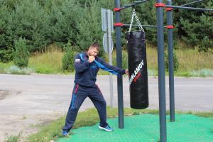 Тренировка на уличном боксёрском мешке — Николай Алексахин