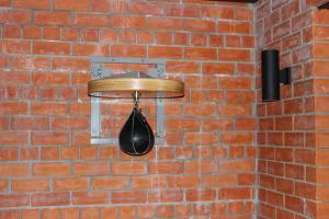 Платформа для пневмогруши усиленная — на стене